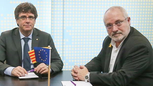 Lluís Puig está fugado con Puigdemont