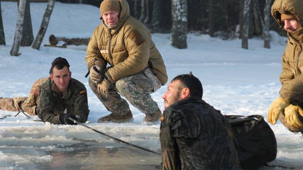 Militares españolas, durante las maniobras en Letonia
