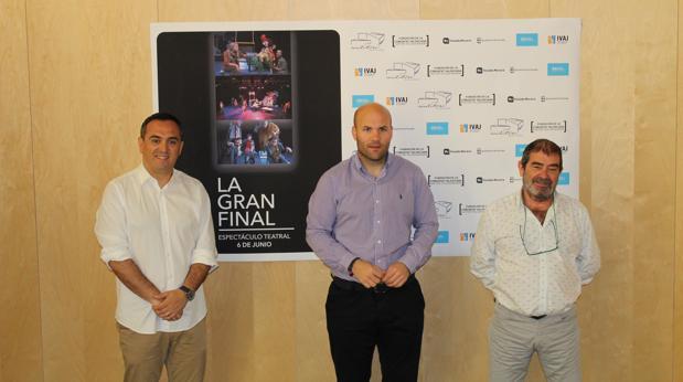 Carlos Linares (centro), Adolfo Carnero y Josep Valero, en la presentación del espectáculo