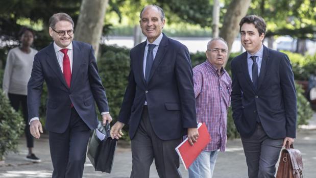Camps a su llegada a la Ciudad de Justicia de Valencia, este viernes para declarar