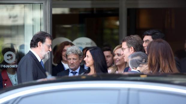 Patricia García despide a Mariano Rajoy tras el acto en el Círculo de Empresarios