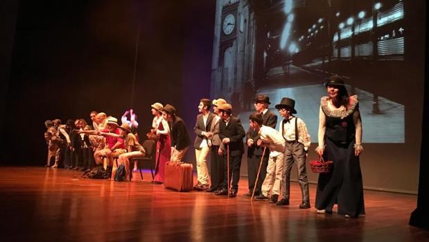 Puesta en escena del Grupo de Teatro Intergeneracional de Alzheimer León junto a escolares del Colegio leonés Jesús Maestro