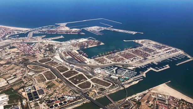 Vista aérea de las instalaciones del puerto de Valencia