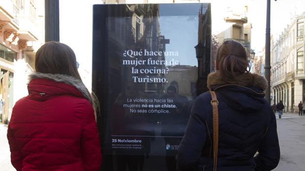 Una de las imágenes de la campaña de chistes machistas de Zamora