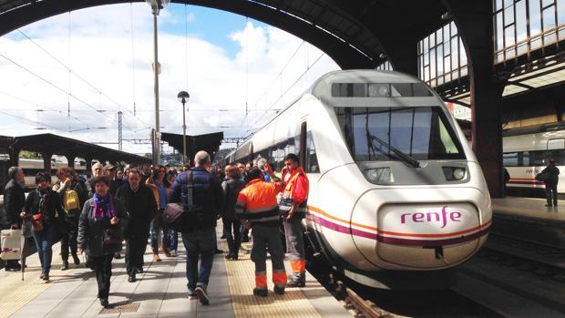 Imagen de archivo de un tren en la estación de La Coruña