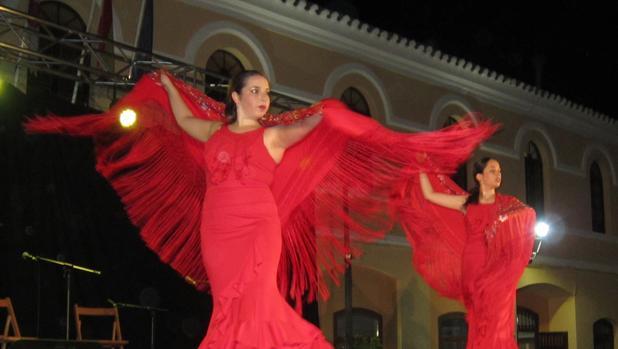 La actuación se celebró en la plaza de España