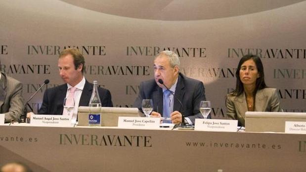 El empresario coruñés Manuel Jove, en el centro