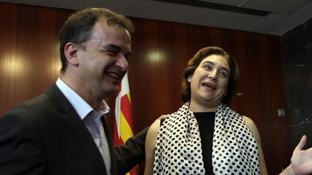 Alfred Bosch y Ada Colau en el Ayuntamiento