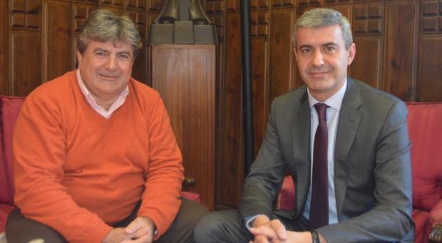 Teodoro Jiménez, alcalde de Montearagón, con el presidente de la Diputación, Álvaro Gutiérrez