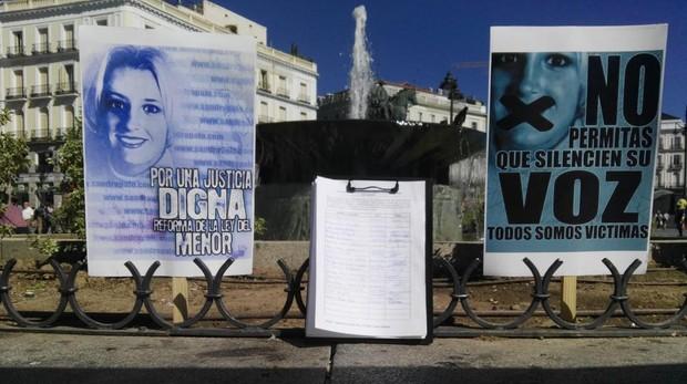 Recogida de firmas para cambiar la Ley del Menor en la Puerta del Sol
