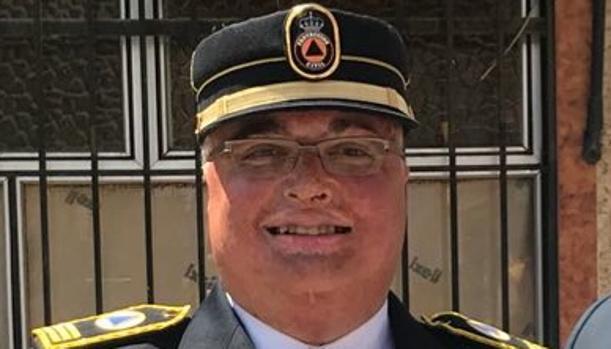 Juan Pérez Suárez, con el uniforme oficial de jefe de Protección Civil de Torrijos