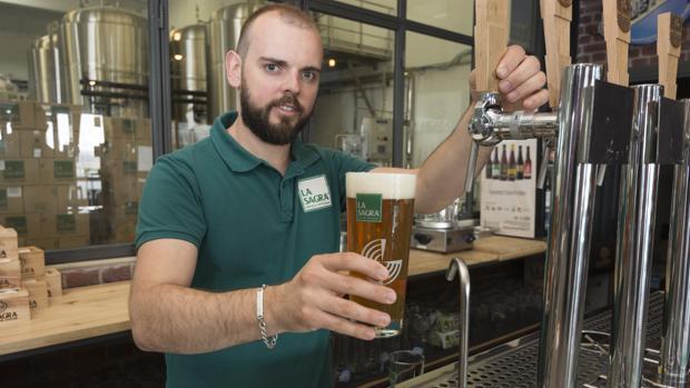 Carlos García, fundador y gerente de Cervezas La Sagra, en Numancia de la Sagra (Toledo)