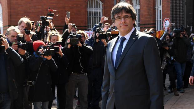 Carles Puigdemont al salir de la cárcel de Alemania