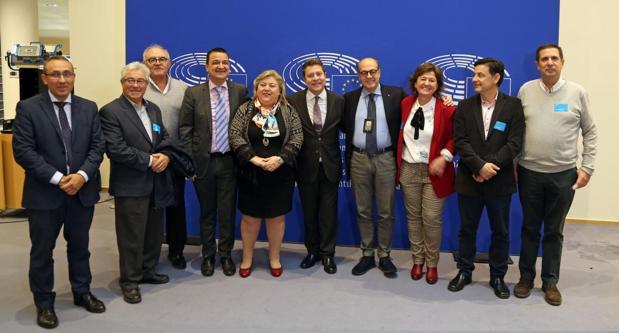 La delegación castellano-manchega en Bruselas, con el presidente Page al frente, se reunió con los eurodiputados Paolo de Castro y Clara Aguilera
