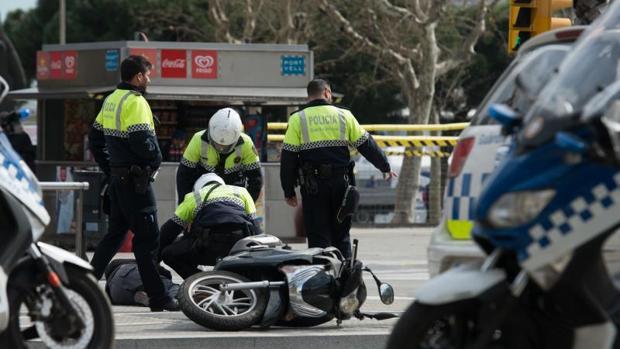 Intervención de la Policía Local en un accidente de moto, en imagen de archivo