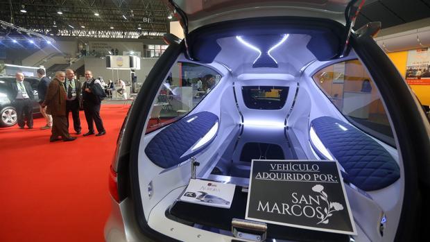 Imagen de uno de los últimos modelos en coches fúnebres. Su precio supera los 120.000 euros