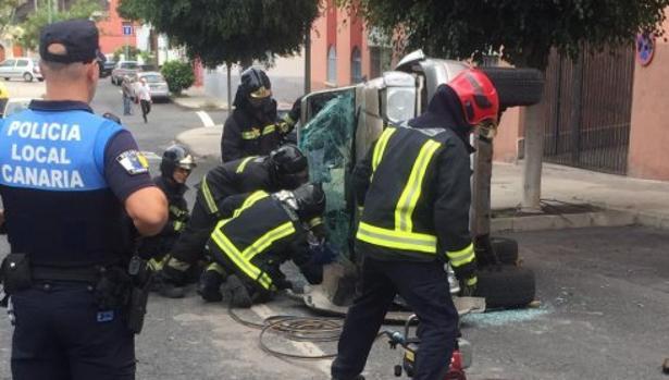 Accidente en la ciudad de Las Palmas donde se vieron implicados tres vehículos con una mujer herida