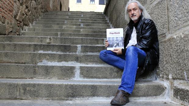 Rafael Escobar, autor del libro «Leyendas del pop-rock toledano»