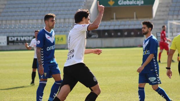 Jairo Cárcaba celebra el empate a uno ante el CF Badalona