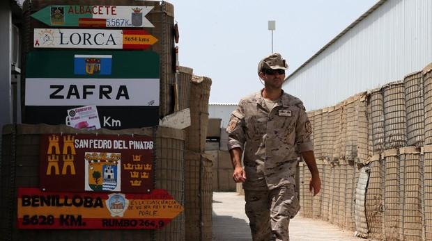Un soldado en la base de Herat