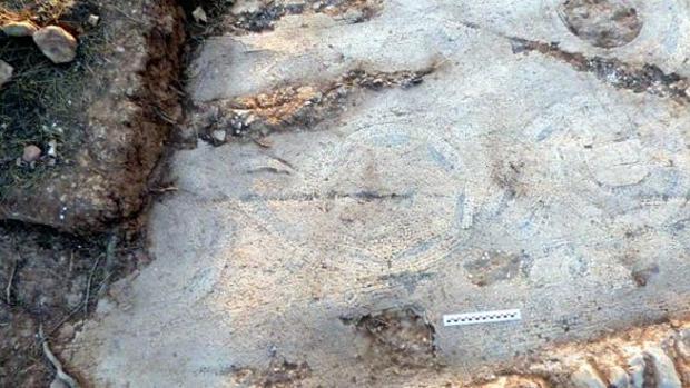 Una de las partes del mosaico de la ermita de Luciana, en Terrinches (Ciudad Real)