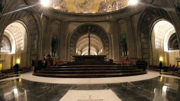 -Vista del interior de la basílica del Valle de los Caídos lugar donde está enterrado el dictador Francisco Franco