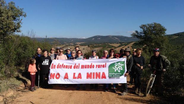 Movilización de personas contra la instalación de una mina de fosfatos en Fontanarejo (Ciudad Real)