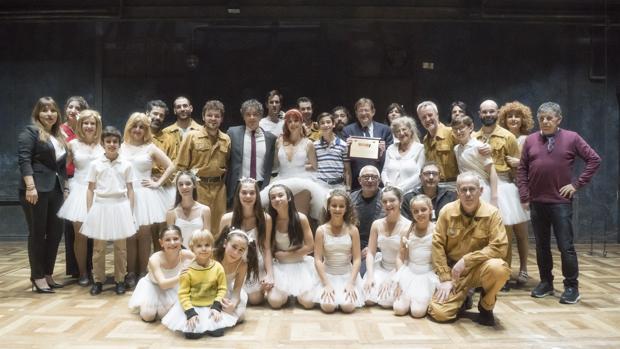 La compañía de Billy Elliot, tras la función en Madrid con algunos invitados al acto de homenaje