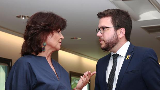 La vicepresidenta del Gobierno, Carmen Calvo, y el vicepresidente de la Generalitat de Cataluña, Pere Aragonès