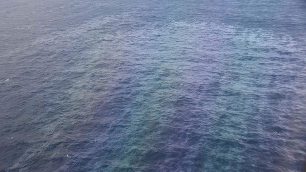 La «marea negra» producida por el hundimiento del Grande América