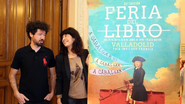 La concejala Ana Redondo junto al artista Julio Falagán