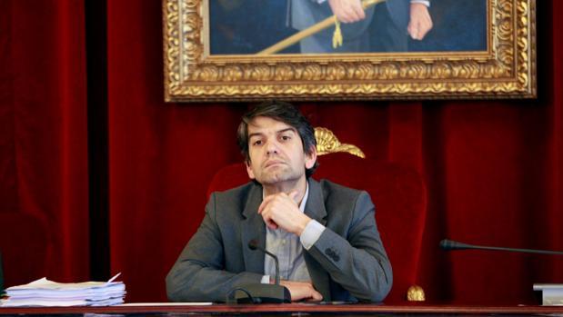 Jorge Suárez, alcalde de Ferrol, durante un pleno reciente
