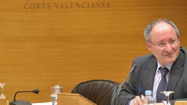El director de la Agencia Antifraude, Joan Antoni Llinares, en las Cortes Valencianas