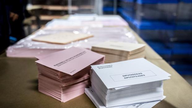Imagen con los sobres de las candidaturas de las elecciones de la Comunidad Valenciana