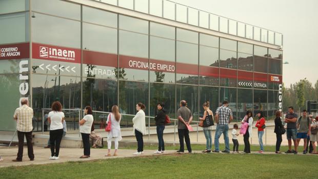 La progresiva creación de empleo sigue recortando la tasa de paro en Aragón