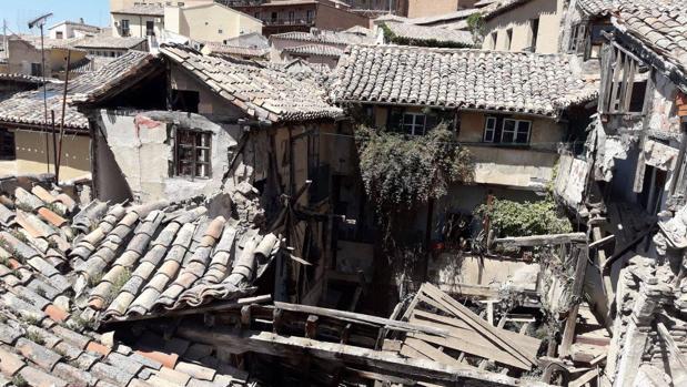 Imagen del estado en el que ha quedado el inmueble del callejón de Niños Hermosos tras derrumbarse