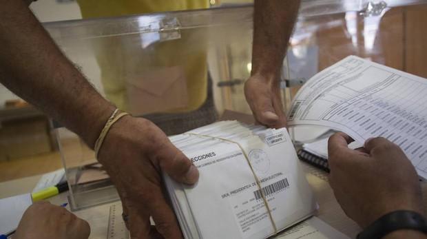 Sobres con votos enviados por correo