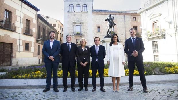 De izquierda a derecha, Carlos Sánchez Mato (Madrid en pie); Pepu Hernández (PSOE); Manuela Carmena (Más Madrid); José Luis Martínez-Almeida (PP); Begoña Villacís (Cs), y Javier Ortega Smith (Vox)