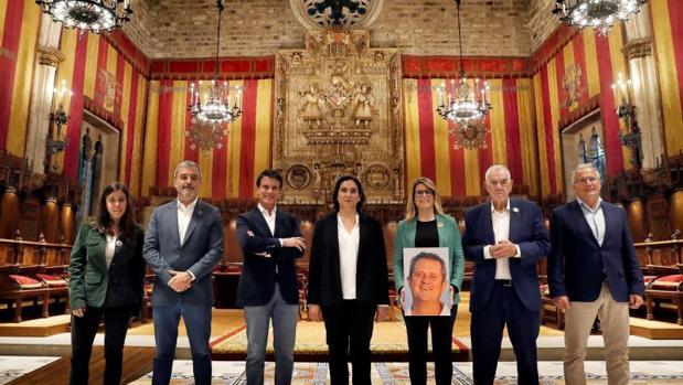 Los candidatos, ayer en el Saló de Cent del Ayuntamiento posando para Efe