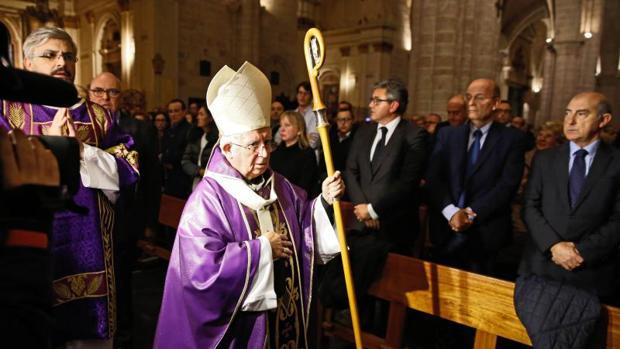 El arzobispo de Valencia, Antonio Cañizares, en un acto religioso