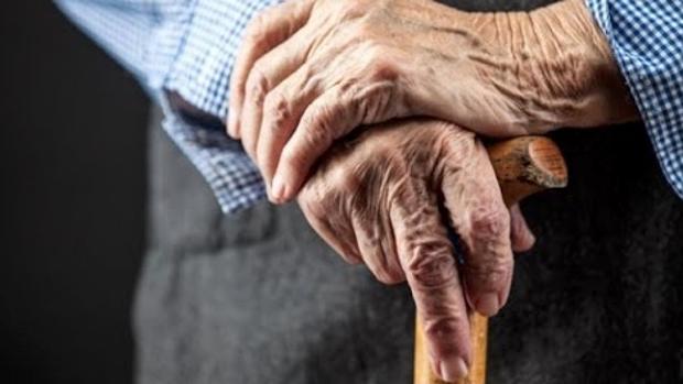 Evitar la soledad y el aislamiento de los anciano es uno de los objetivos del «teléfono del mayor»