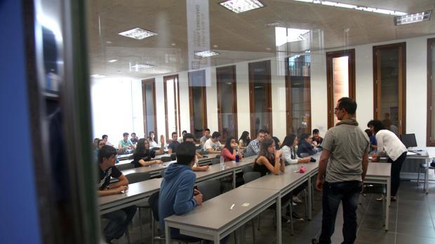 Miles de estudiantes se enfrentan estos días a los exámenes de selectividad