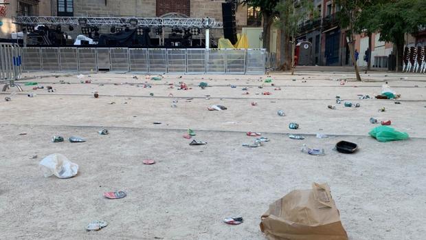 Suciedad en la Plaza de la Paja tras el concierto