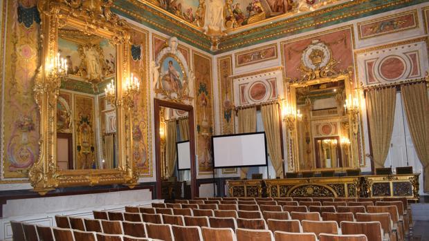 El salón de actos, antiguo salón de baile del palacio.