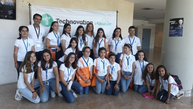 Voluntarias y voluntarios participantes en la iniciativa Technovation Challenge
