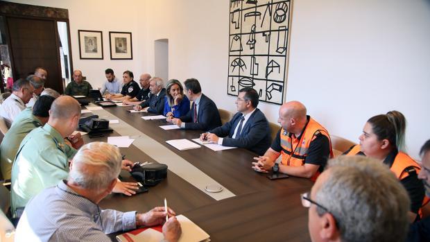 La junta local de seguridad reunida en el ayuntamiento en la mañana de este jueves 13 de junio