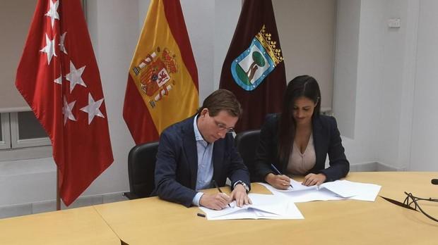 Begoña Villacís (Ciudadanos) y José Luis Martínez-Almeida (PP)