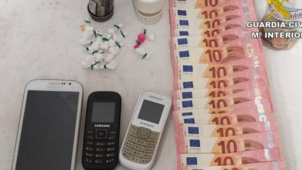 Cocaína, dinero y móviles interevenidos al jubilado en Guardamar del Segura