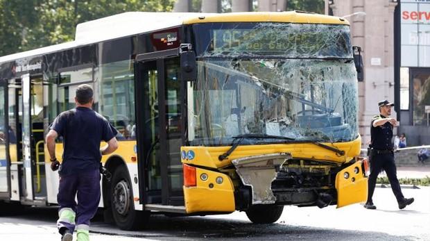 Detalle de uno de los dos buses implicados en el accidente