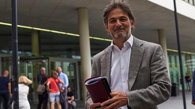 El expolítico convergente Oriol Pujol ante la Ciudad de la Justicia de Barcelona en julio de 2017